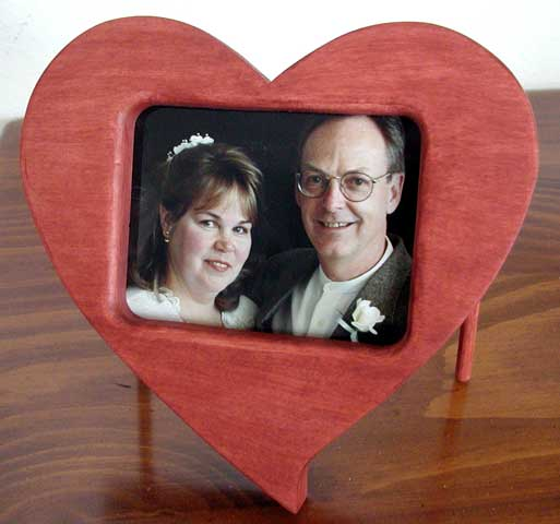 The RunnerDuck Heart Picture Frame, step by step instructions.